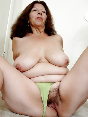 I LOVE OLDER WOMEN WITH  BIG HAIRY PUSSIES !