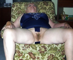 Hairy mature pussy spreading