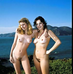 GIRLS TOGETHER: SUN-WORSHIPPERS NAKED & NATURAL