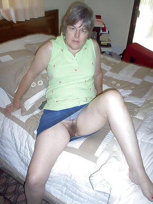 Amateur hairy mom pics free