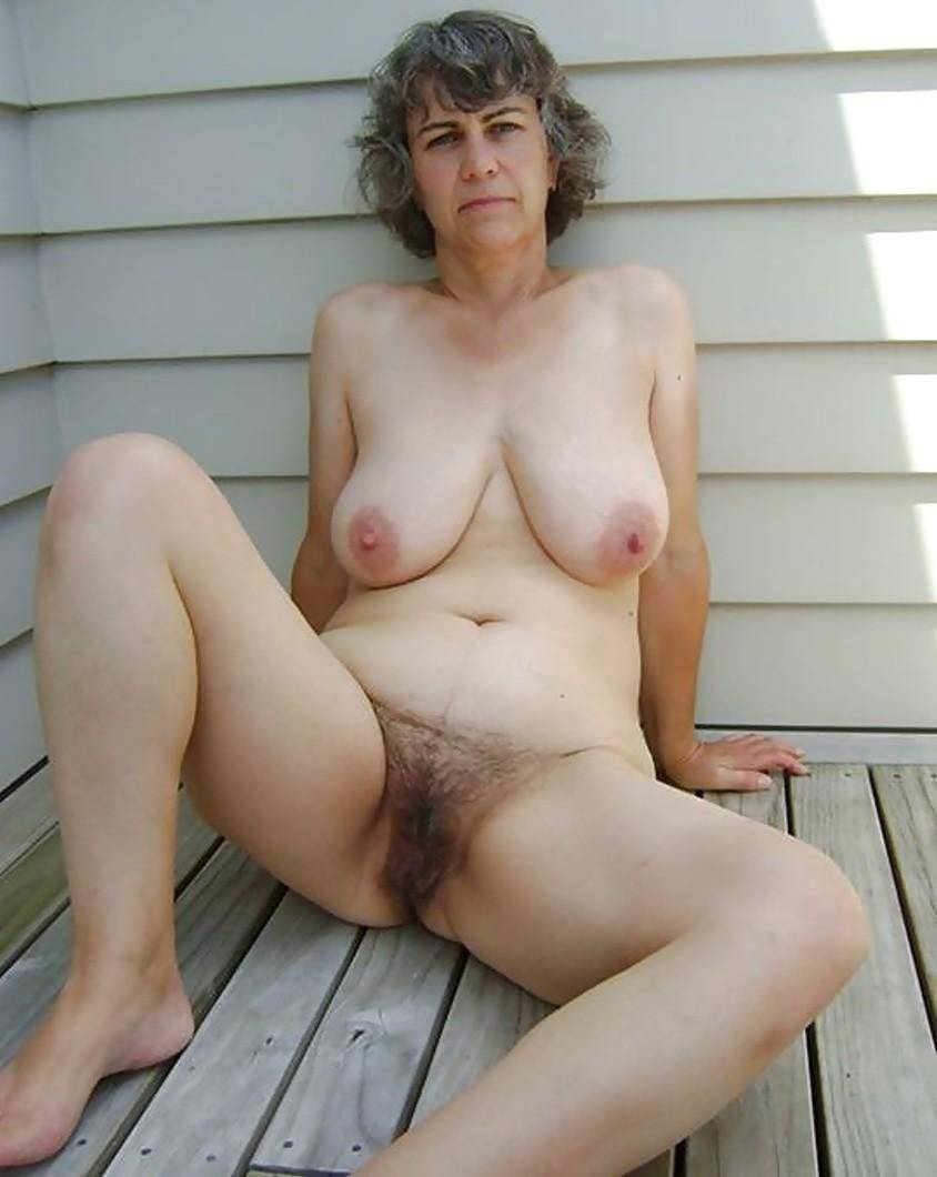 free old hairy pussy expossed